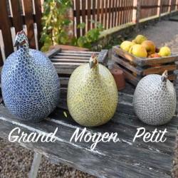 Perlhuhn aus Keramik in Grau und Himmelblau, kleines Modell