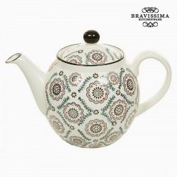 Round porcelain teapot