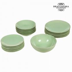 Green Dinner Plates (19 pcs)