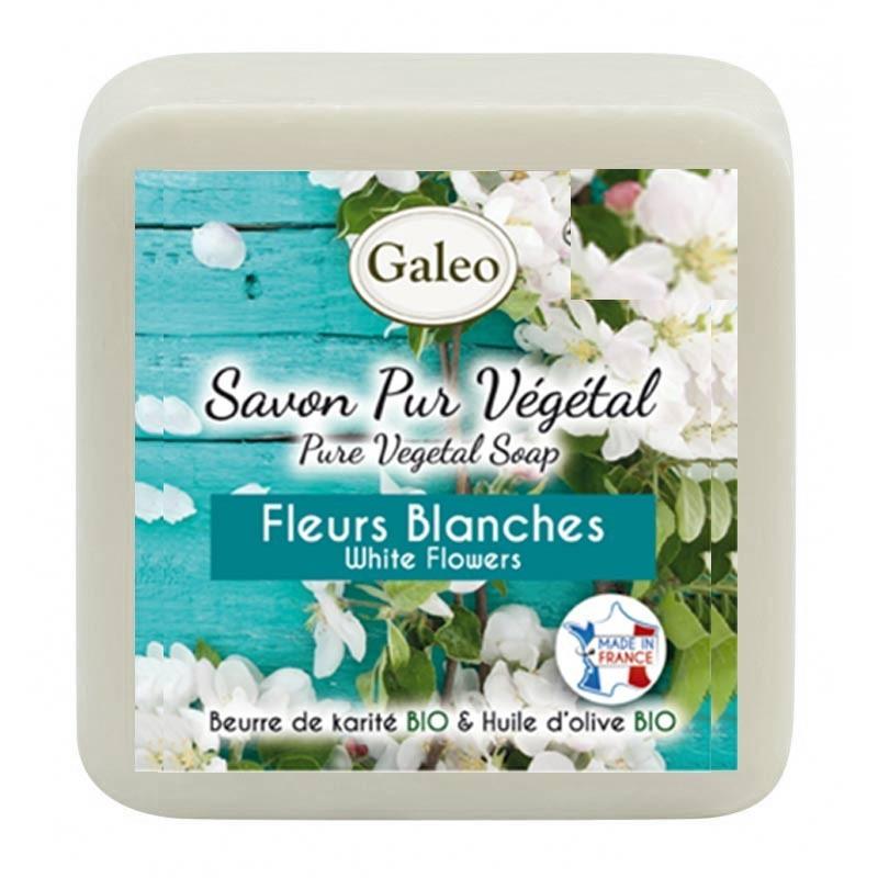 Witte bloemen zeep